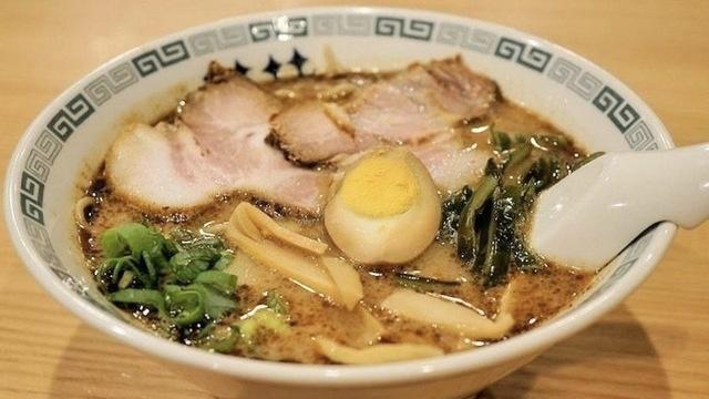 新宿で深夜OKのラーメン店10選!朝まで営業の濃厚煮干しに深夜も行列のお店も!