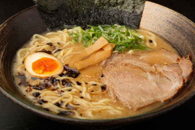 渋谷駅周辺で食べるべきこってりラーメン10選!濃厚煮干しに家系、行列のできる二郎系も