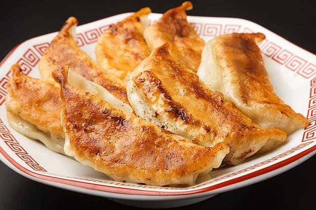 新宿三丁目駅から5分以内のおすすめ餃子7選!30種の餡が楽しめる専門店など