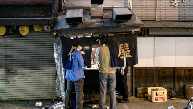 敷地面積たった2坪の立ち食い焼肉の名店・日本橋「仔牛屋」。これぞ大阪スタイル!