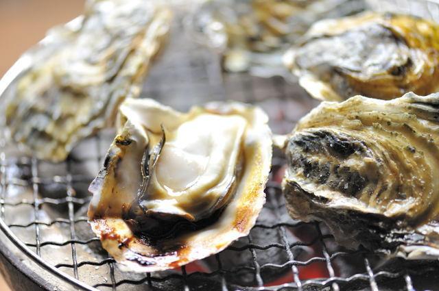 生・焼き・フライも!東京駅周辺でランチタイムにおトクに牡蠣が食べられるお店3選