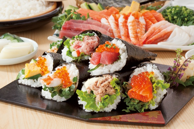 好きな食材を巻き巻き!東京都内で手巻き寿司が食べられるお店3選