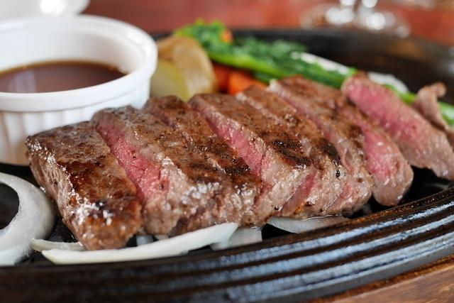 お腹いっぱい肉が食べたい時はココへ!大阪のステーキ食べ放題の店4選