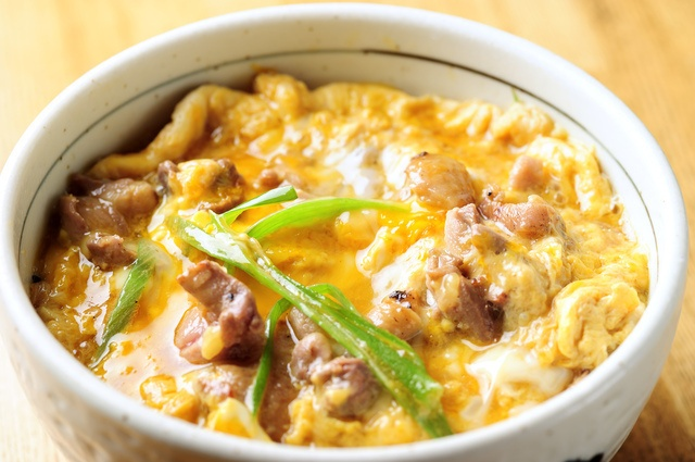鶏肉と卵が絡みあう!新宿で親子丼が人気のお店4選