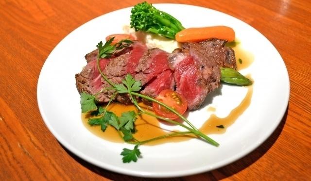 銀座でローストビーフを食す!贅沢な一皿からお手軽なものまで!ローストビーフが楽しめるお店4選