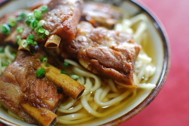 【沖縄】食べなきゃ損!肉厚スペアリブをのせた本場ソーキそばが楽しめるお店7選