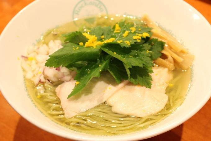 【池袋】ほんのりゆず香る、美しい緑のラーメン『六感堂』