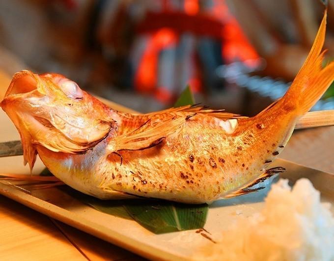 【鹿児島】その日に獲れた魚介の多彩なメニューで30種の日本酒がどんどん進む!『お酒肆』