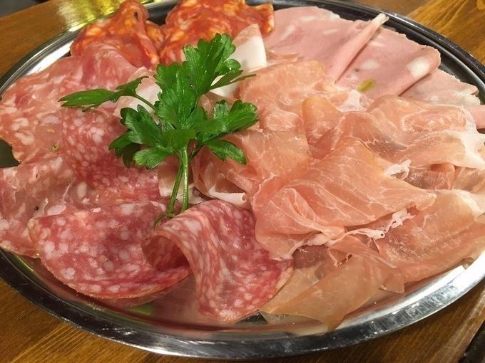 【8月31日まで】とろける極上ローストビーフも生ハムも食べ放題!『生ハム 渋谷』の肉祭りに乗り遅れるな!