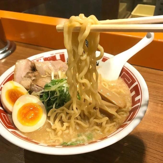 """日本初の""""鮮度""""にこだわるラーメン!?焚きたて豚骨スープに、卵を練り込んだ特製麺『屯ちん 池袋本店』"""