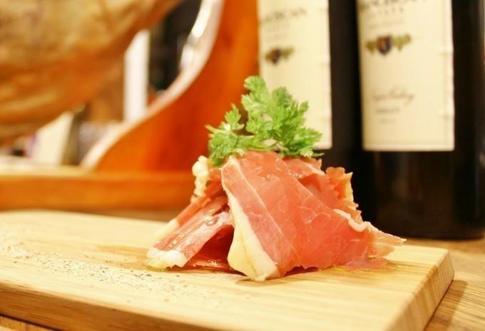 【白楽】ワインは全て580円!しっとり柔らかお肉やイタリアンなすき焼きなどのお料理とともに楽しむ『bal404』