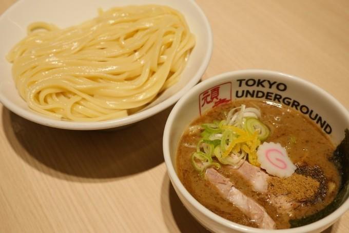 【池袋】ドロドロ濃厚魚介豚骨スープに魚粉で病みつき『東京アンダーグラウンドラーメン』