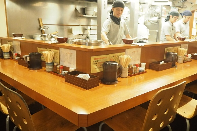 代々木でラーメン食べるなら『麺恋処 いそじ』濃厚Wスープがモチモチ麺に超絡む!
