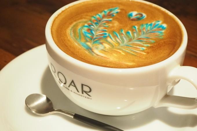【八丁堀】美すぎるカラフルなラテアートが話題『ロアーコーヒー』