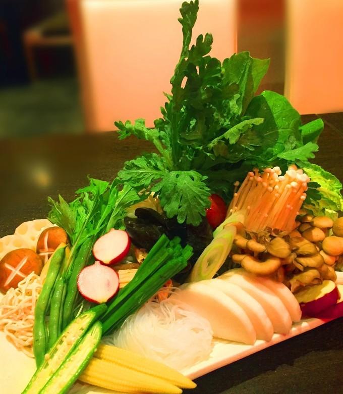 【渋谷】燃える火鍋に唸り声を上げよ!4種のお肉に100種の梅酒飲み放題も!『AGA』