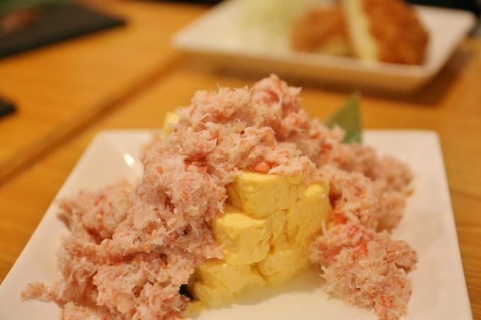 【新橋】てんこ盛りのズワイガニに驚き!全国各地の厳選食材で作る逸品料理が揃う『楽が気』