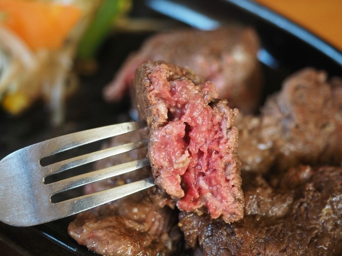 【つくば】噛むほどに旨味染み出す!わずか2kgと貴重な赤身肉ステーキを堪能『チャンプ』