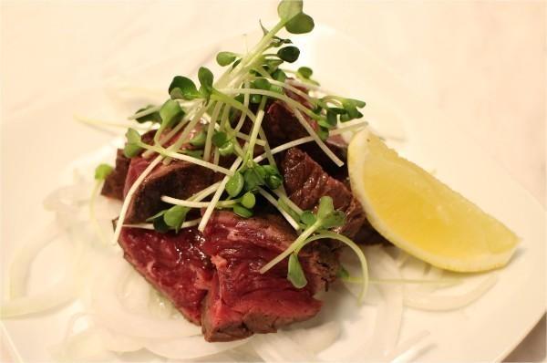 ステーキやパスタ、ワインも全部500円!?新宿でサクッと飲むなら『新宿マイバル』