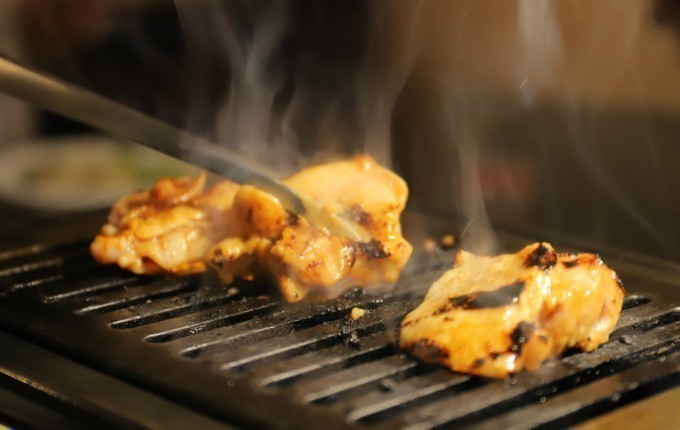 新鮮な鶏もも肉から希少部位ハラミまで。鶏尽くし料理を焼肉スタイルで頂く。町田『きりん』