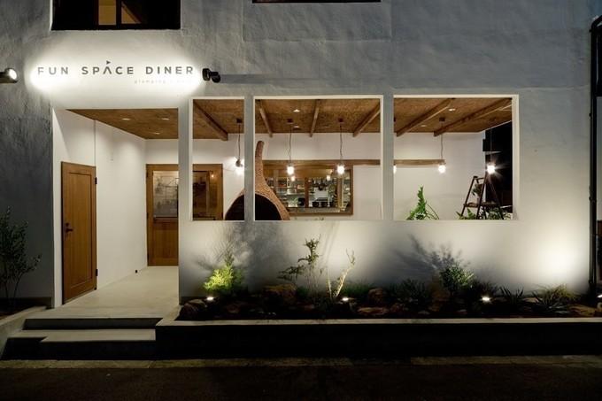 【難波】豪快な肉盛りに自慢のハンバーガーまで!肉々しさ溢れる料理とお酒で乾杯『Fun Space Diner』