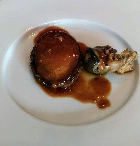 那覇で食べるべき地元食材を使ったフレンチ4選!鮑のムニエルにブランド牛の照り焼きも!