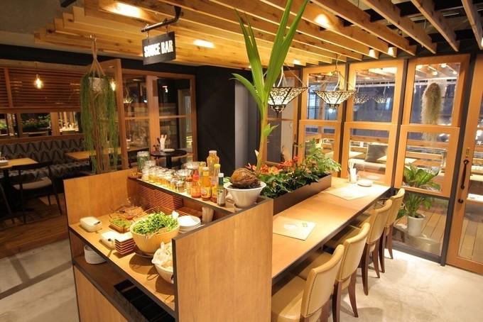 新宿でパクチー食べ放題ならここへ!様々な味でパクチーと炭焼グリルが楽しめる『クラックルクラックル』