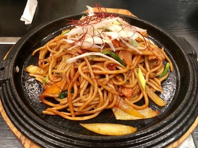 本郷三丁目『まるしょう』は自家製麺を使った焼きそば専門店!もっちり香ばしい麺は必食!