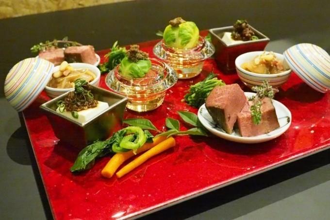 「肉×魚」が織りなす禁断の食体験⁉︎一度食べたら忘れられない!『29ON池袋店』がリニューアル