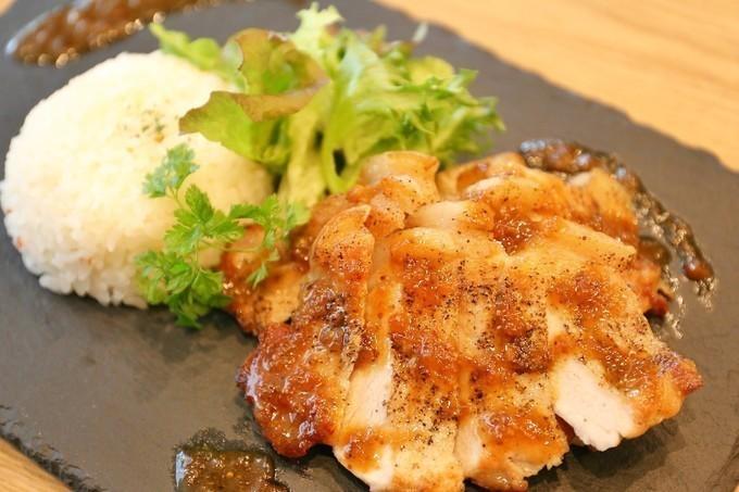 肉厚パテの人気バーガーに新作!彩り野菜と味わえるのは今だけ!武蔵浦和『S PRESS CAFE』