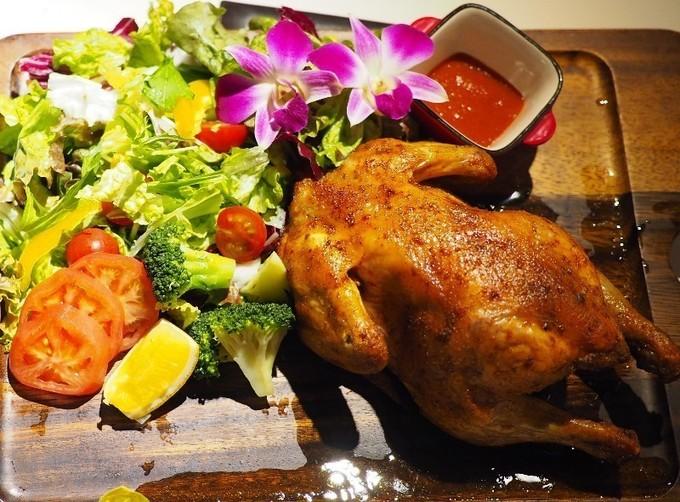 【心斎橋】丸鶏つき全7品のコースが2,500円!肉汁と漂う香りに釘付け『ウミヤハワイアンカフェ』