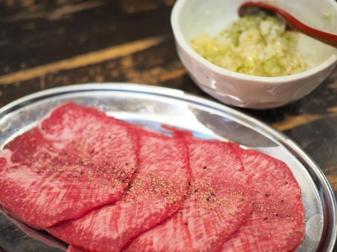 【伊丹】同じハラミでも異なる味わい!?脂の乗った和牛と肉肉しいUS牛を食べ比べ『焼肉バル∞エイト』