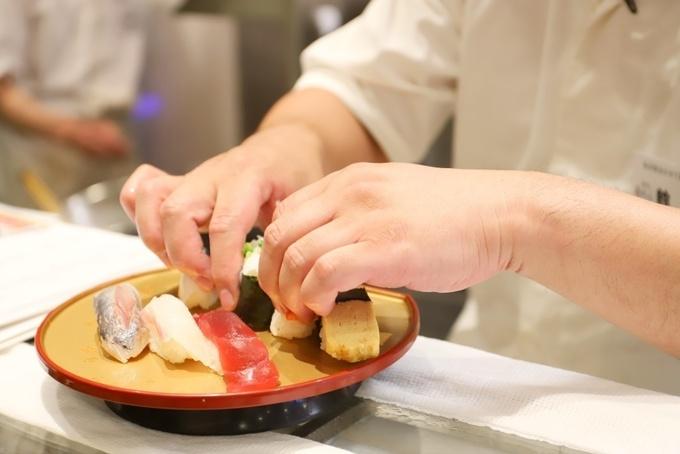 【御徒町】職人が作る寿司が60円〜!串天ぷらなどの本格和食を立食いで!『すしつね』