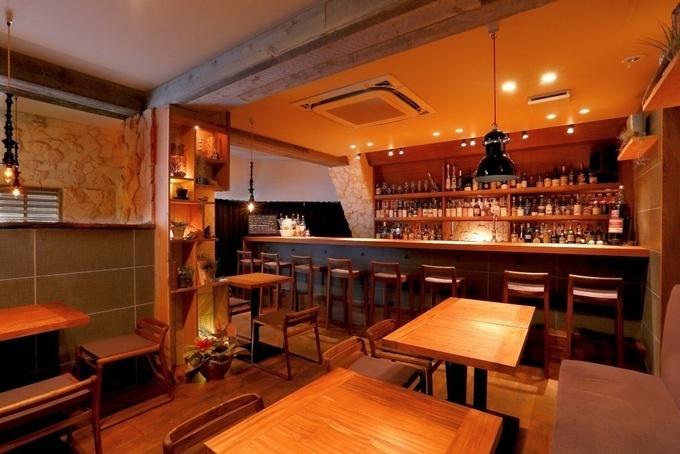 【新宿】ズラリ並ぶ200種超えのウイスキーは圧巻。60年代のレア物にも出会える『ブランドゥース』
