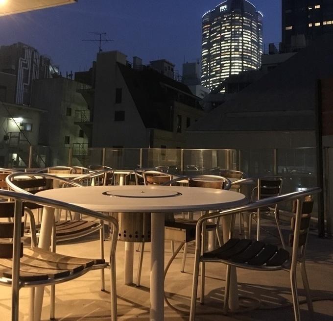 【期間限定】六本木の焼肉店『ニクノトリコ』が「オープンテラス2時間980円飲み放題」を提供中