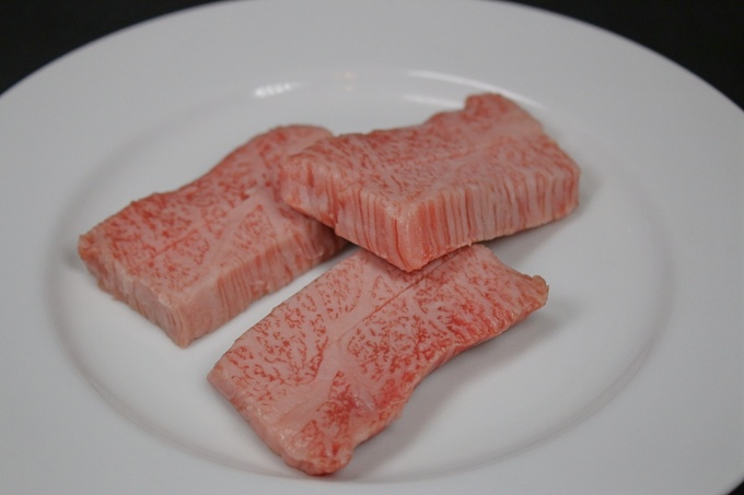 【湯島】店内熟成の焼肉を日本酒で楽しむ!店長厳選の希少な酒が肉の濃厚さを引き立てる『済幸苑』