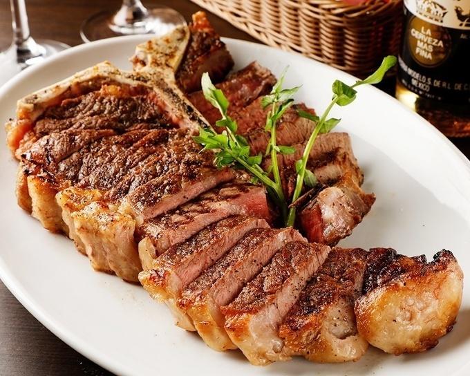 【銀座】スポーツバーで700gの重量級ステーキ!?豪快な肉で観戦の熱気はMAX!『B ONE』