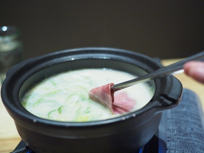 【名古屋】鶏白湯スープで食べる牛タンしゃぶしゃぶ!独特の歯ごたえと溢れる肉汁は至福のひと言『箱屋』