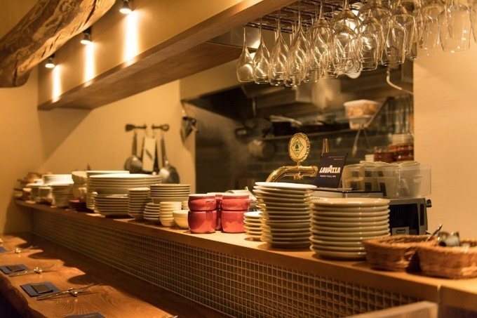 【中目黒】50種類のワインが味わえる!料理に合わせて一期一会の発見を楽しんで『クアトロ ラガッツィ』