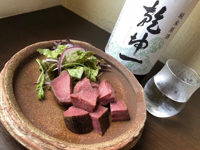 【綱島】味噌が決め手の低温調理肉を日本酒と楽しむ!週末限定ペアリングセットに注目!『てまえみそ』