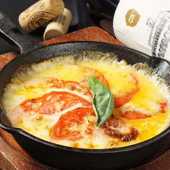 【梅田】炙りローストビーフのやわらかな食感と焦げたチーズの香りが食欲をそそる『ミートマーケット』