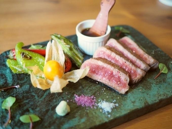 【北新地】甘くやわらかな近江牛を堪能!赤身ならではの風味豊かな味わいは絶品『老松町RABbit』