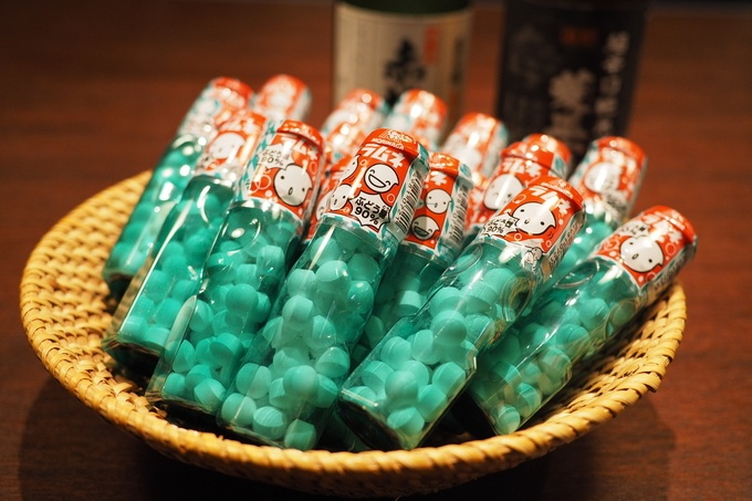 【新松戸】あの頃の思い出話に花が咲く!懐かしの駄菓子をお酒の供に乾杯!『はなの舞』