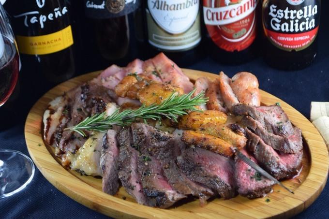 川崎のスペインバルならココ!絶品パエリアと豪快お肉料理が楽しめる『シェフズバル』