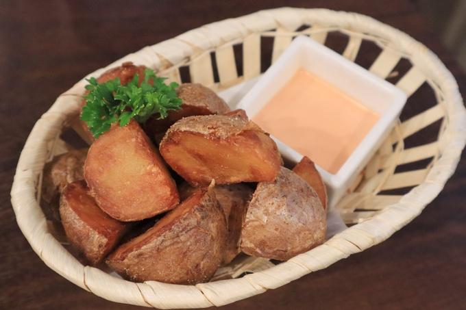 【池袋】こんなに飲んで食べて3,000円!インパクト抜群の肉鍋に3時間飲み放題も『お肉で宴会 』