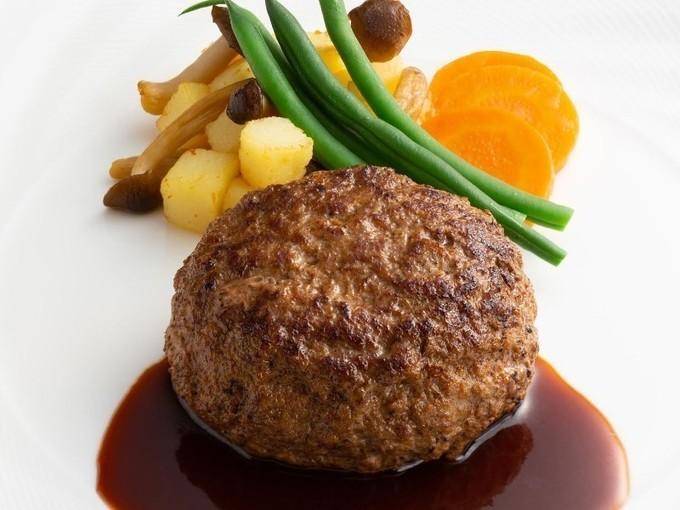 【帝国ホテル 大阪】肉汁溢れる絶品ハンバーグ!オペラ歌手にささげた伝統のステーキも『カフェ クベール』