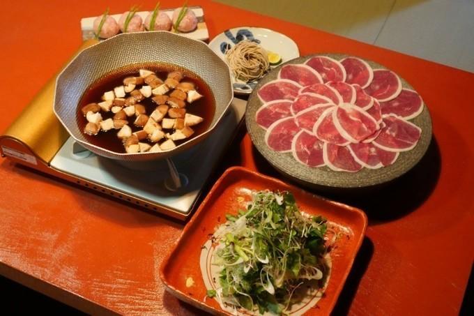 人気焼き鳥店『佐田十郎』が恵比寿にオープン!極薄鴨を使った新名物「薬膳鴨しゃぶ」は必食