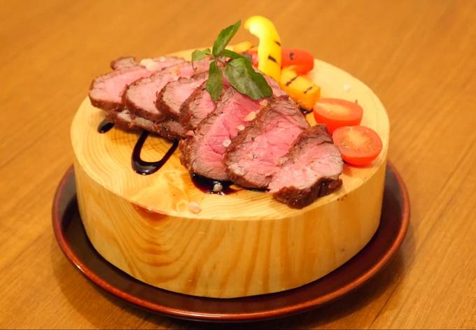 【横浜】そびえ立つ肉タワーがインパクト抜群!肉好きの天国がここにある『ビストロバンビーナ』