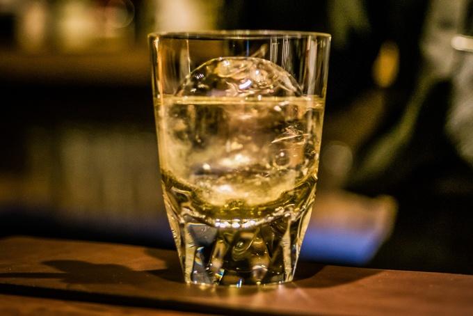 【新橋】デートに使うなら!オトナの雰囲気で一流ホテル出身のバーテンが振る舞う1杯『Bar てつ』