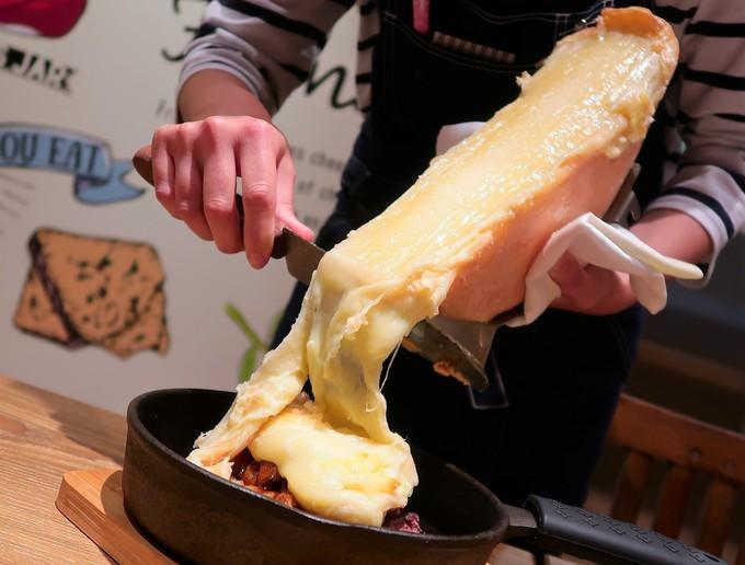 チーズ好き歓喜の専門店が三宮に爆誕!『フロマージョ』の7色のチーズフォンデュが美味い