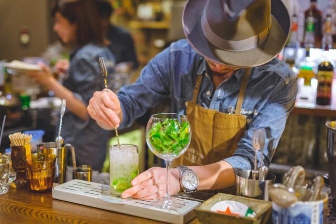 【銀座】お酒もフードもALL300円!昼から飲む贅沢を『銀座300BAR』で。
